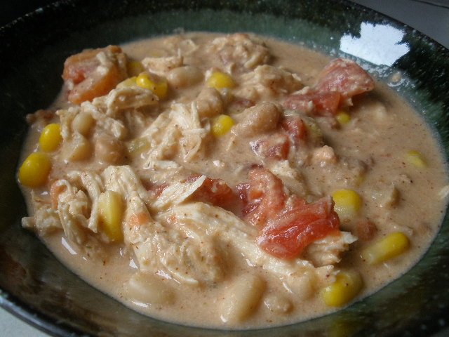 Crockpot cheesy chicken chili